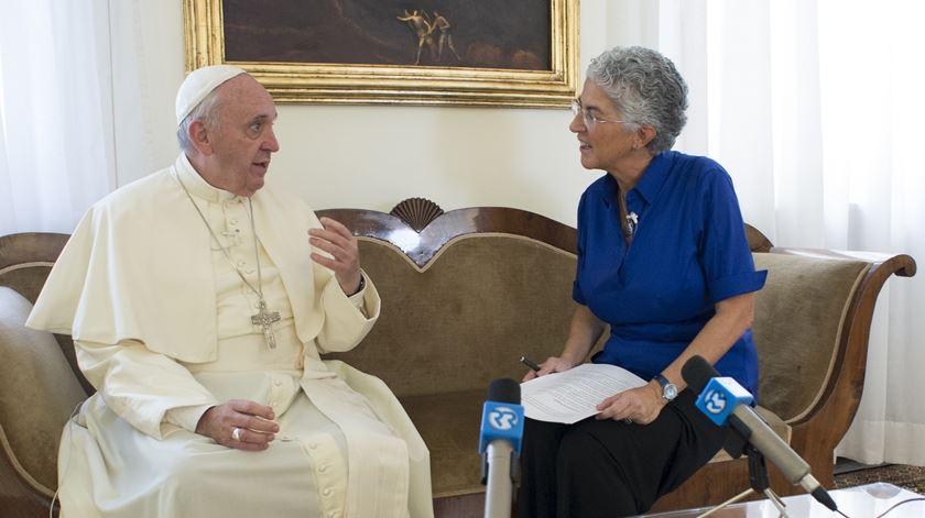 Aura Miguel a entrevistar o Papa Francisco. Foto: L