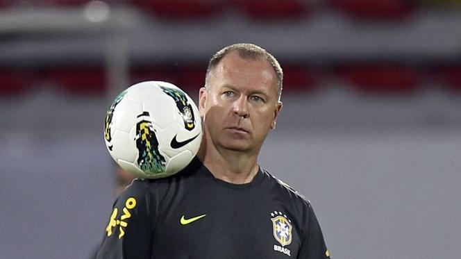 Mano Menezes abandona Flamengo