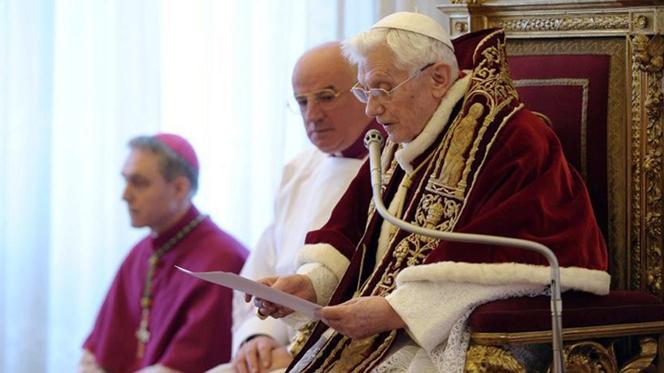 """Papa resigna. """"As minhas forças, devido à idade, já não são idóneas"""""""