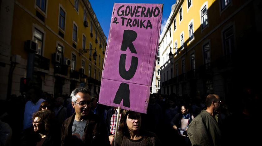 As elites mandam mais do que os eleitos? 42% dos portugueses acham que sim