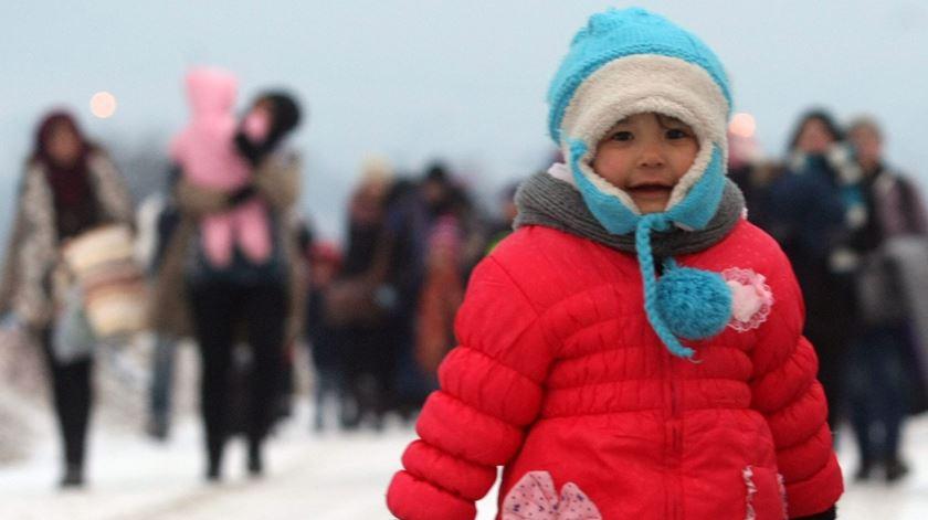 Centenas de milhares de refugiados e migrantes têm tentado vir para a Europa nos últimos anos. Foto: EPA