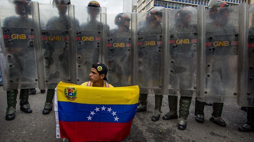 """Venezuela. """"Um país mergulhado na pior crise económica, política e social da sua história"""""""