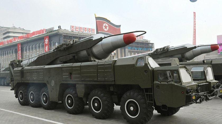 Coreias retiram armas de aldeia fronteiriça até quinta-feira