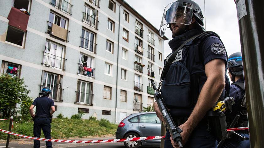 Vinte detidos em operação antiterrorista nos arredores de Paris