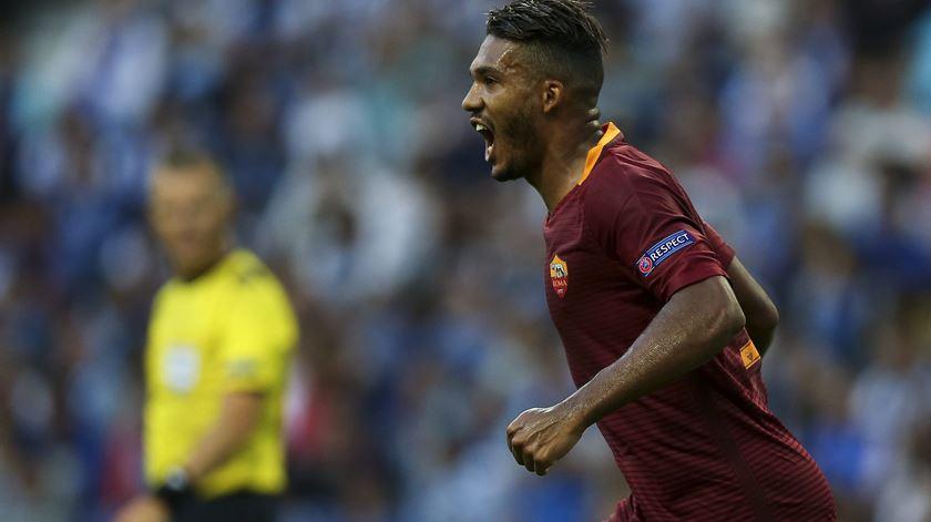 Roma perde central para a eliminatória com o FC Porto