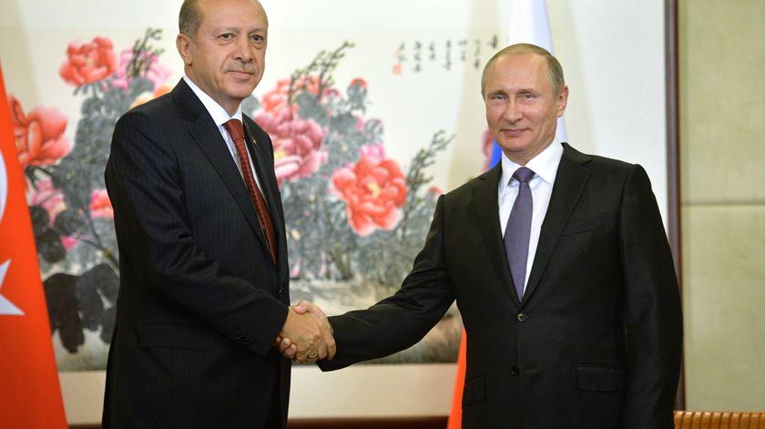 Aumenta a tensão entre Turquia e Rússia por causa da Síria