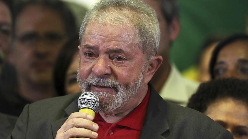 Lula não pode ir a funeral do irmão, mas pode encontrar-se com familiares
