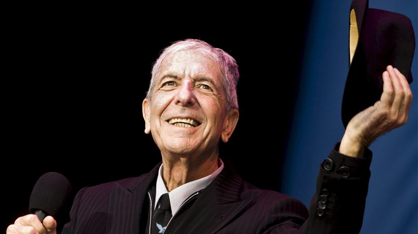 Cartas de amor de Leonard Cohen vendidas em leilão