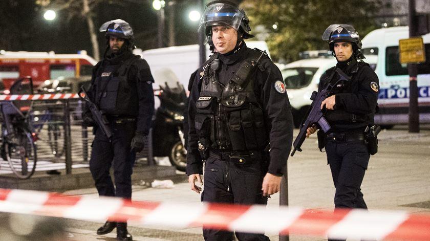 França. Imã entre os feridos de tiroteio junto a mesquita