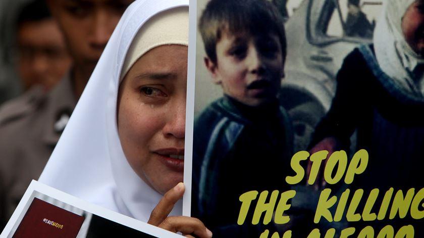 Acções a pedir paz na Síria têm acontecido pelo mundo. Foto: EPA