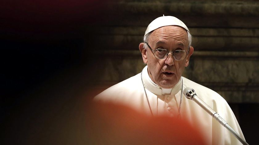 Papa compara campos de refugiados a campos de concentração