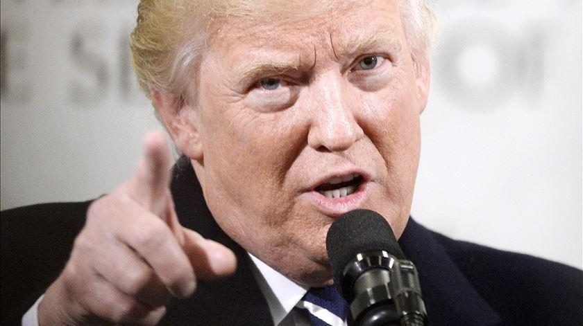 """Mentiras ou """"factos alternativos""""? Visão da Casa Branca contradiz o dicionário"""
