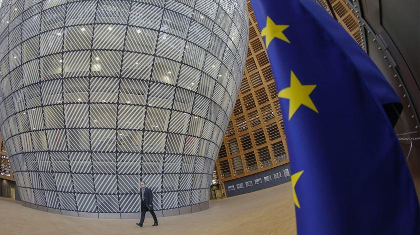 Bruxelas prevê crescimento de 2% em 2019 e 1,7% em 2020