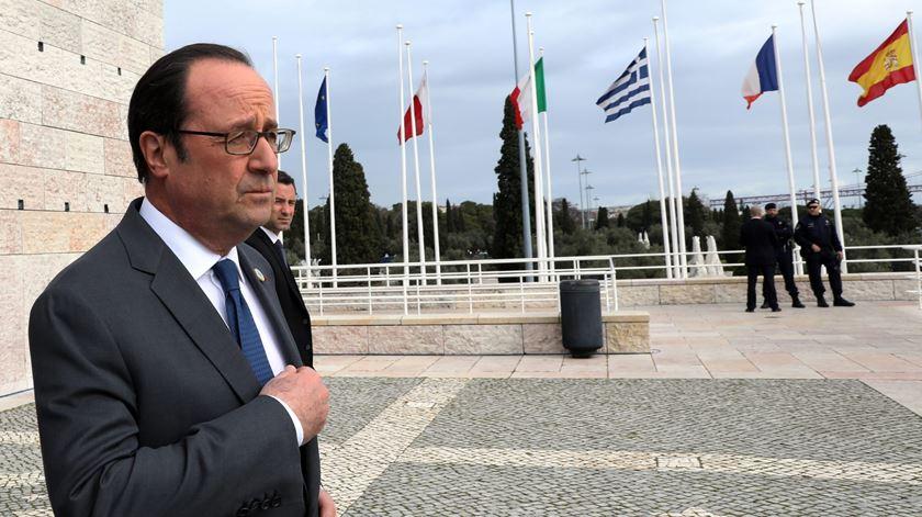 """Hollande diz que a Europa """"repudia"""" o populismo e o extremismo de Trump"""