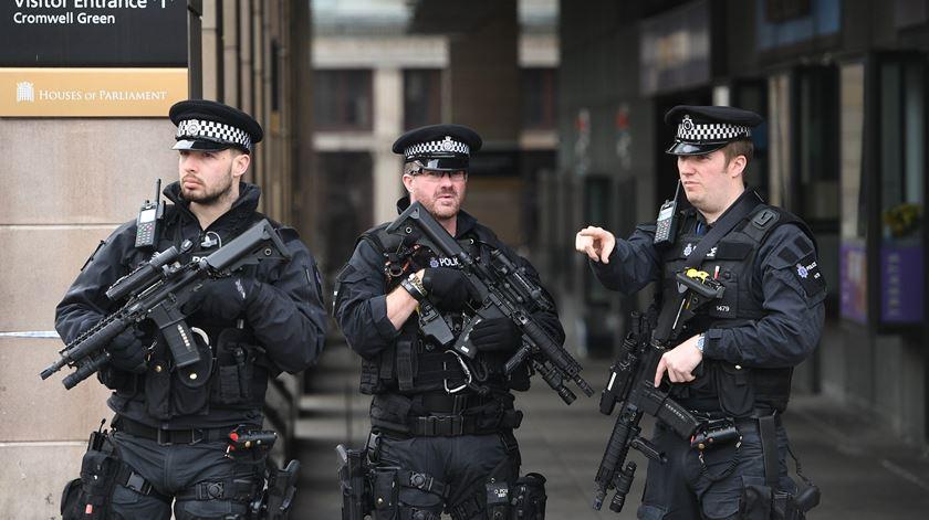 Polícia faz duas novas detenções relacionadas com ataque de Westminster