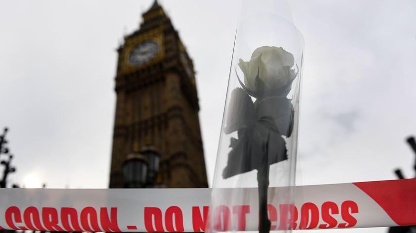 Ministra britânica exige que autoridades tenham acesso a mensagens encriptadas