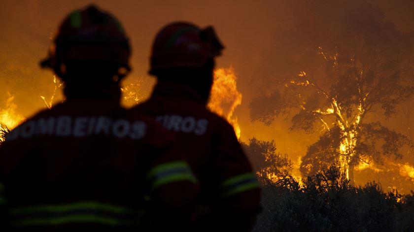 SIRESP deixou bombeiros sem comumicações no fogo de Abrantes/Sardoal, em Agosto de 2016. Foto: Paulo Cunha/Lusa