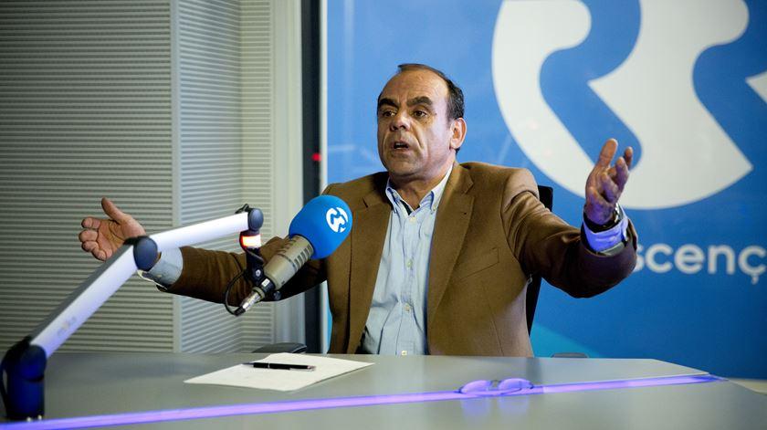 Morais Sarmento responsabiliza Costa por problemas no sistema de comunicações