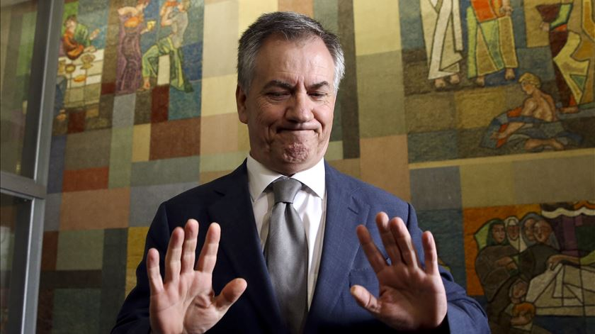 Armando Vara pede para não vir à comissão de inquérito da Caixa