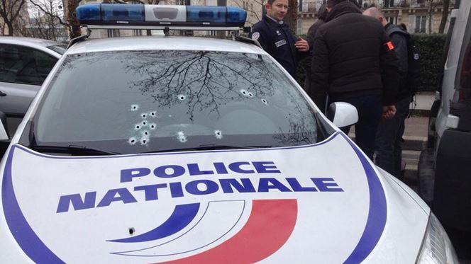 Ataque contra jornal faz pelo menos 12 mortos em França