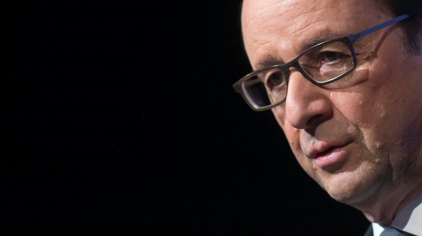 """Hollande. A """"guerra"""" de França é para destruir o Estado Islâmico"""