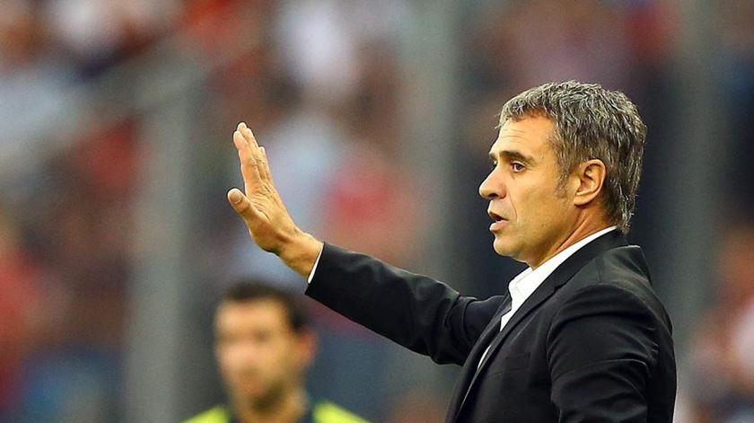 Ersun Yanal regressa para reerguer o Fenerbahçe