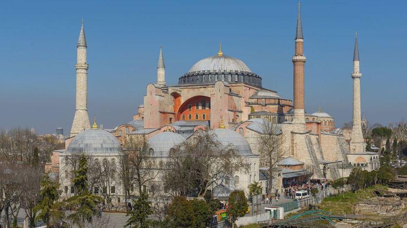 Hagia Sophia continua a ser palco de discórdia entre cristãos e muçulmanos. Foto: Arild Vågen/Wikipedia