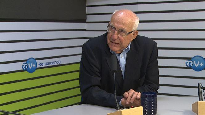 """António Costa """"é a continuação do Governo Sócrates"""""""
