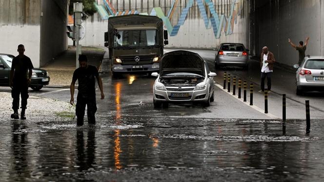 Câmara de Lisboa atribui inundações a chuva atípica