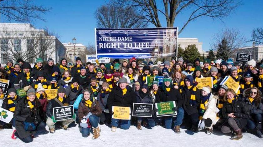 """Centenas de milhares participam em """"Marcha Pela Vida"""" em Washington"""