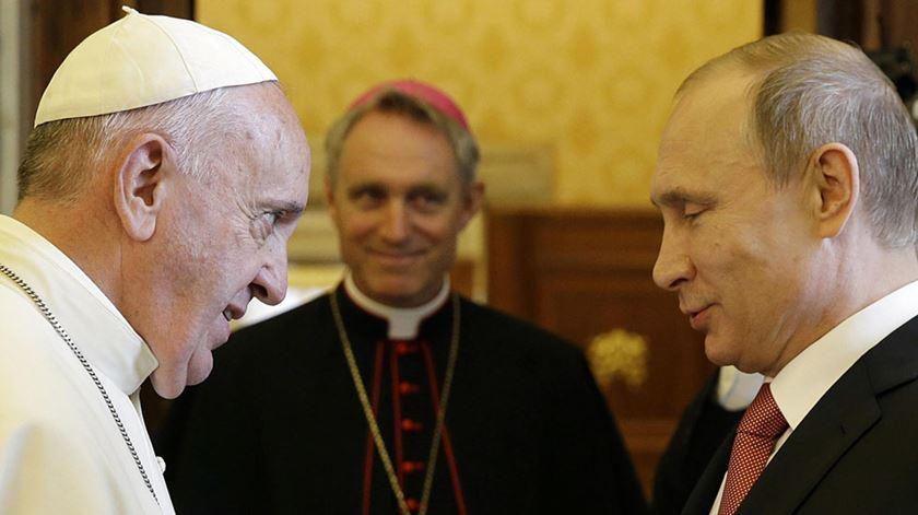 """Papa apela a Putin que faça """"esforço grande e sincero"""" na Ucrânia"""