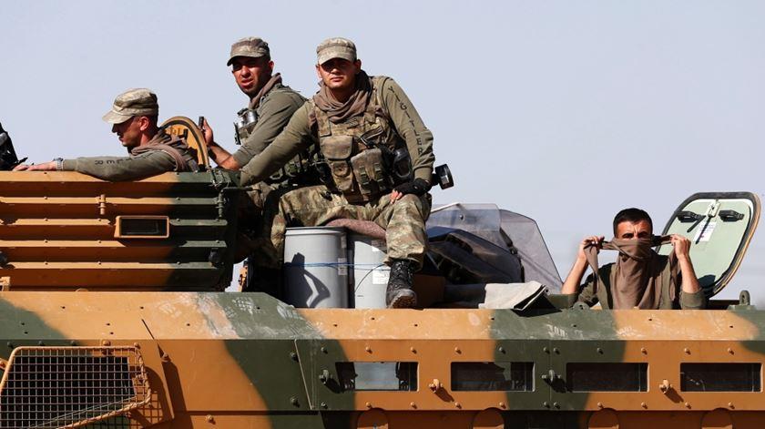 Soldados turcos preparam invasão do nordeste da Síria. Foto: Sedat Suna/EPA