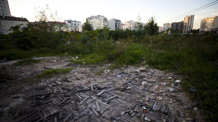 Autarquia quer vender terrenos da antiga Feira Popular em hasta pública. Foto: Joana Bourgard/RR