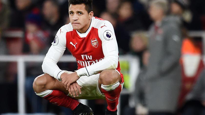 Mesmo em final de contrato, Alexis continua a ser decisivo no Arsenal. Foto: Andy Rain/EPA