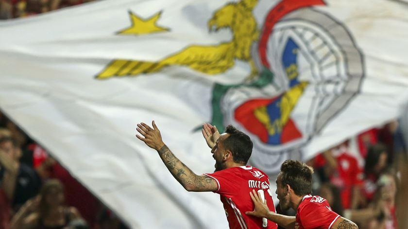 Mitroglou marcou dois golos dos encarnados. Foto: Manuel de Almeida/Lusa