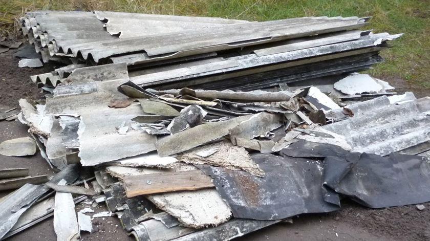 SOS Amianto apela a publicação de edifícios afetados