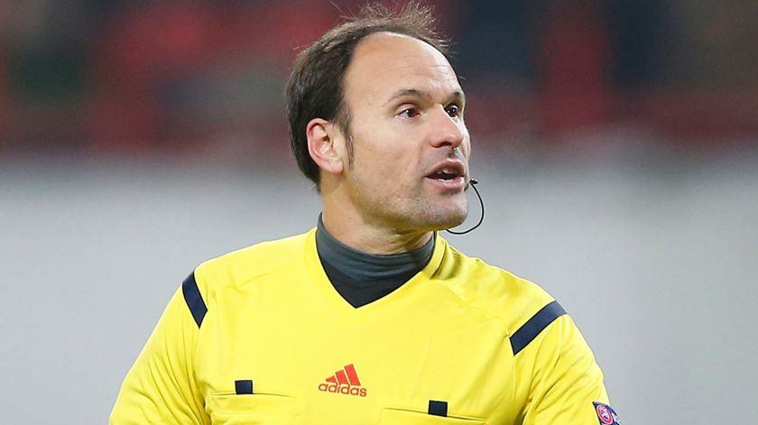 Espanhol Mateu Lahoz é o árbitro do Liverpool-FC Porto