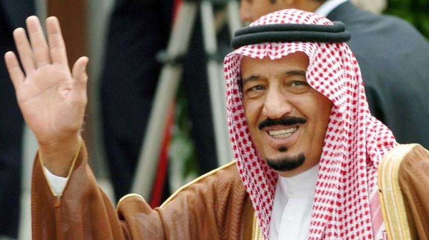 O Rei Abdullah equiparou a promoção do ateísmo ao terrorismo, numa lei de 2014. Foto: (EPA/Jose Huesca)