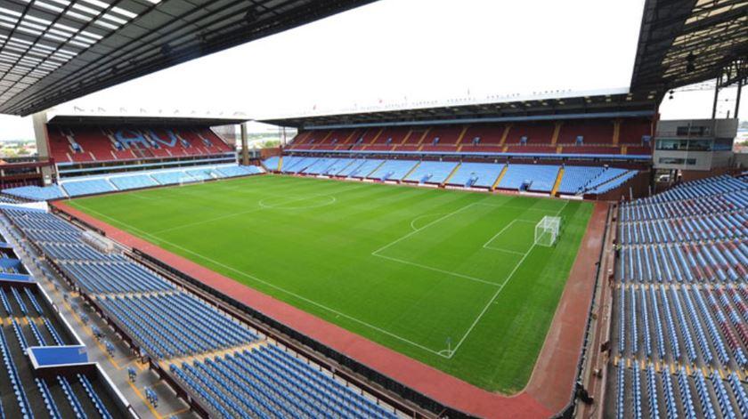 Aston Villa reembolsa adeptos que já tinham comprado bilhetes
