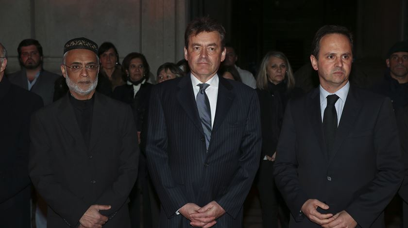 """""""Estamos juntos contra o terrorismo"""", afirma Imã David Munir (à esquerda). Foto Antonio Cotrim/Lusa"""