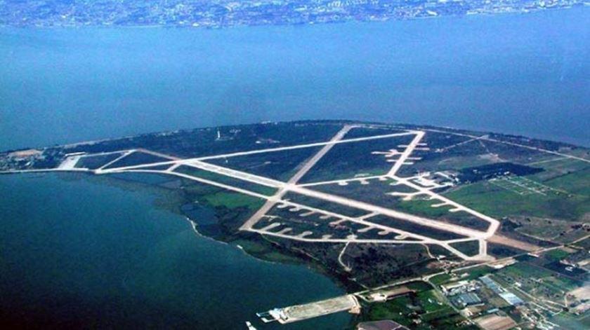 Reportagem - Montejenses querem novo aeroporto, desde que não acabe com as ameijoas - 14/2/2017 - Filipe d