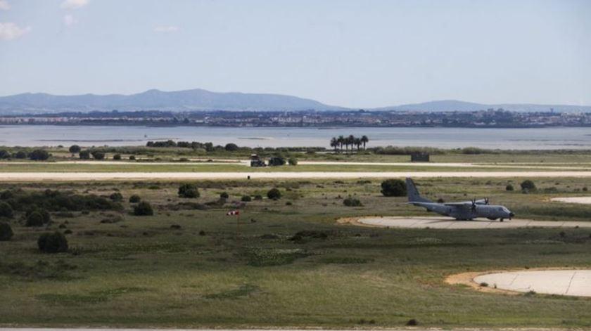 """Cientistas alertam para """"4 graves falhas"""" no estudo sobre aeroporto no Montijo"""