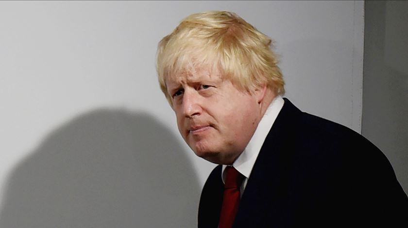 De derrota em derrota: não só pode ver o Brexit adiado, como Boris não vai (para já) às urnas