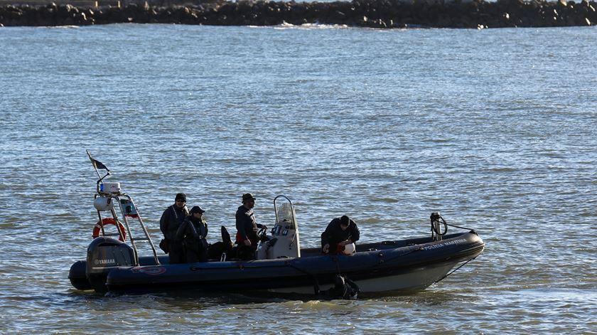 Buscas continuam no Tejo pelo corpo da segunda criança que desapareceu na noite de segunda-feira. Foto: DR