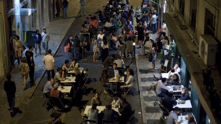 Dois em cada dez jovens parou de beber ou consome menos álcool por causa da pandemia