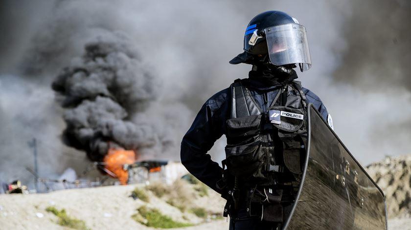 Amnistia denuncia criminalização da ajuda humanitária a migrantes e refugiados