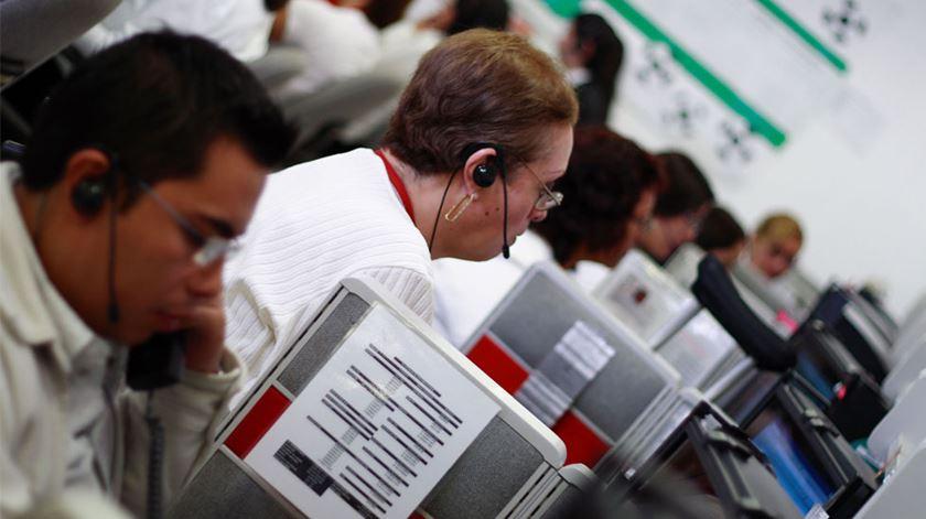 """Trabalhadores dos call centers em greve por """"melhores salários e condições de trabalho"""""""
