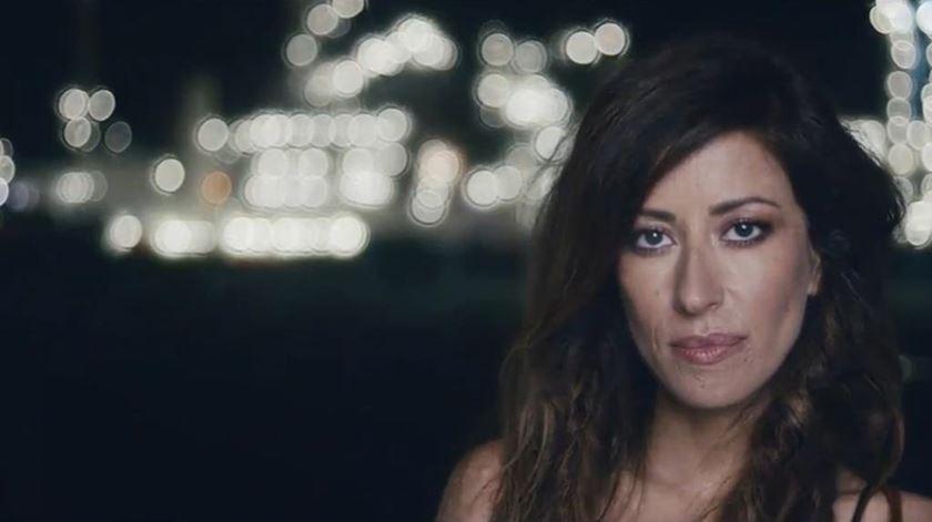 """""""Tens os Olhos de Deus"""" - Veja o novo vídeo de Ana Moura"""