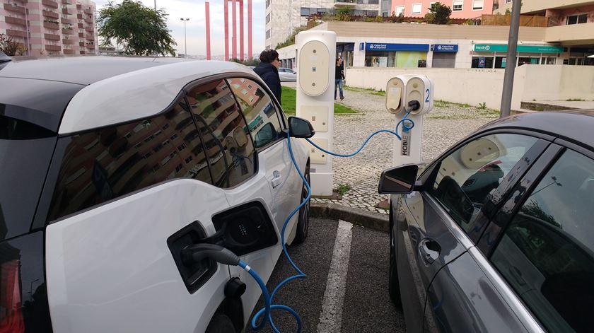 Perderá dinheiro com carro a gasóleo? Ministro e ambientalistas dizem que sim, comerciantes que não