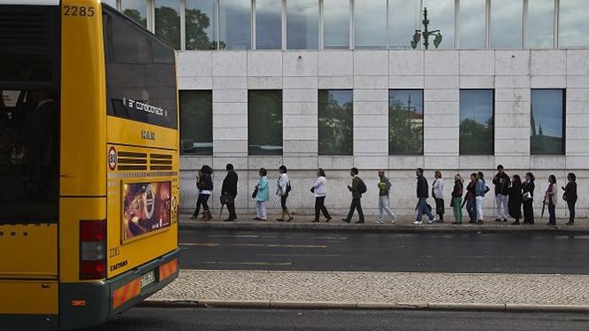 Transportes públicos. Falta de funcionários deixa por cobrar 85 mil multas